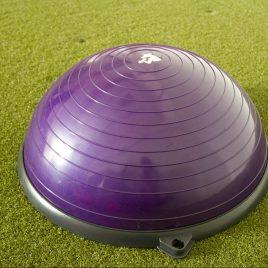 Violetti iso puolipallo